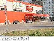 Купить «Гипермаркет Магнит в Энгельсе», фото № 23279391, снято 16 июля 2016 г. (c) Pavel Denisov / Фотобанк Лори