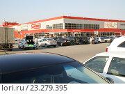 Купить «Гипермаркет Магнит в Энгельсе», фото № 23279395, снято 16 июля 2016 г. (c) Pavel Denisov / Фотобанк Лори