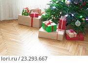 Купить «Рождественская елка дома», фото № 23293667, снято 25 января 2016 г. (c) Литова Наталья / Фотобанк Лори