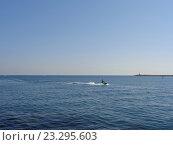 Купить «Морские развлечения, катание на водном скутере», фото № 23295603, снято 16 июля 2016 г. (c) DiS / Фотобанк Лори