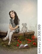 Девочка с плюшевым мишкой. Стоковая иллюстрация, иллюстратор Маргарита Нижарадзе / Фотобанк Лори