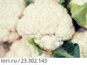 Купить «close up of cauliflower at street market», фото № 23302143, снято 27 июля 2015 г. (c) Syda Productions / Фотобанк Лори