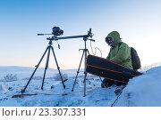 Купить «Фотограф в арктической тундре», фото № 23307331, снято 1 марта 2014 г. (c) Андрей Радченко / Фотобанк Лори