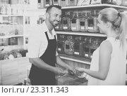 Купить «Adult man seller standing with cereals sold», фото № 23311343, снято 11 июля 2020 г. (c) Яков Филимонов / Фотобанк Лори