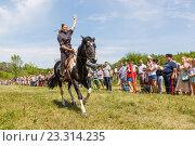 Купить «Девочка казачка скачет на лошади», фото № 23314235, снято 18 июня 2016 г. (c) Акиньшин Владимир / Фотобанк Лори