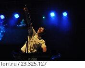 Купить «Егор Баранов —клавишник группы «Элизиум» на сцене Доброфеста», фото № 23325127, снято 28 июня 2013 г. (c) Голованов Сергей / Фотобанк Лори