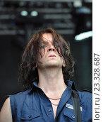 Купить «Дмитрий Гусев гитарист группы «Кукрыниксы»», фото № 23328687, снято 29 июня 2013 г. (c) Голованов Сергей / Фотобанк Лори