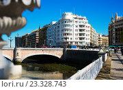 Купить «Embankment of Urumea river and Santa Catalina bridge. Donostia», фото № 23328743, снято 21 апреля 2016 г. (c) Яков Филимонов / Фотобанк Лори
