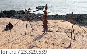 Купить «Канатоходец на пляже», видеоролик № 23329539, снято 24 февраля 2016 г. (c) Курганов Александр / Фотобанк Лори