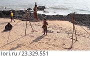 Купить «Гоа, Индия, 24 февраля 2016 год, девочка выступает на канате на пляже», видеоролик № 23329551, снято 24 февраля 2016 г. (c) Курганов Александр / Фотобанк Лори