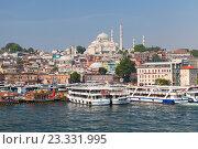 Стамбул, Турция. Городской пейзаж с кораблями в заливе Золотой Рог (2016 год). Редакционное фото, фотограф EugeneSergeev / Фотобанк Лори