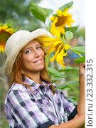 Woman with sunflowers. Стоковое фото, фотограф Типляшина Евгения / Фотобанк Лори