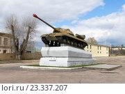 Купить «Памятник танку ИС-3 в г.Дятьково Брянской области», эксклюзивное фото № 23337207, снято 23 апреля 2016 г. (c) Константин Косов / Фотобанк Лори