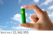 Купить «close up of hand holding green alkaline battery», фото № 23342955, снято 3 июня 2016 г. (c) Syda Productions / Фотобанк Лори