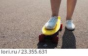 Купить «teenage girl right foot on short modern skateboard», видеоролик № 23355631, снято 31 июля 2016 г. (c) Syda Productions / Фотобанк Лори