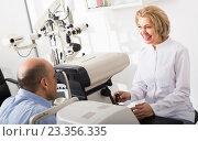 Купить «Checking eyesight in clinic», фото № 23356335, снято 20 июля 2018 г. (c) Яков Филимонов / Фотобанк Лори