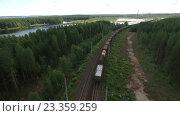 Купить «Товарный поезд проезжает по железной дороге в лесу. Карелия», видеоролик № 23359259, снято 21 июля 2016 г. (c) Кекяляйнен Андрей / Фотобанк Лори