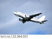 Купить «Самолет на фоне голубого неба», фото № 23364931, снято 11 мая 2016 г. (c) Зезелина Марина / Фотобанк Лори