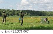 Купить «Солдат стреляет из противотанкового гранатомета», видеоролик № 23371067, снято 8 августа 2016 г. (c) Игорь Долгов / Фотобанк Лори