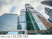Купить «Вид снизу на высотные башни международного делового центра «Москва-Сити»», фото № 23376183, снято 22 марта 2019 г. (c) Сергей Цепек / Фотобанк Лори