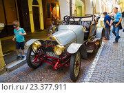 Купить «Выставка старых машин 1910-1940 гг. в городе Чева, Италия», фото № 23377911, снято 5 августа 2016 г. (c) Emelinna / Фотобанк Лори