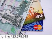 Деньги, visa, mastercard (2016 год). Редакционное фото, фотограф Sergey  Ivanov / Фотобанк Лори