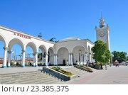 Купить «Крым, железнодорожный вокзал в Симферополе», фото № 23385375, снято 25 мая 2019 г. (c) Овчинникова Ирина / Фотобанк Лори