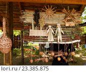 Купить «Плетеные сувениры», фото № 23385875, снято 18 июня 2016 г. (c) Акиньшин Владимир / Фотобанк Лори