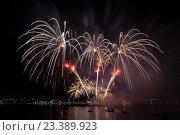Купить «Фестиваль фейерверков на фоне реки и ночного неба», фото № 23389923, снято 13 августа 2016 г. (c) Илья Бесхлебный / Фотобанк Лори