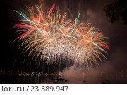 Купить «Фестиваль фейерверков на фоне реки и ночного неба», фото № 23389947, снято 13 августа 2016 г. (c) Илья Бесхлебный / Фотобанк Лори