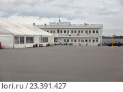 КРОНШТАДТ, Россия, 13 августа - 2016: Гостиница кафе Форт Константин. Редакционное фото, фотограф Дмитрий Наумов / Фотобанк Лори
