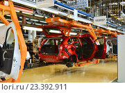 Купить «Кузов автомобиля «Лада Х-Рей» на главном конвейере автозавода», эксклюзивное фото № 23392911, снято 1 апреля 2020 г. (c) Staryh Luiba / Фотобанк Лори