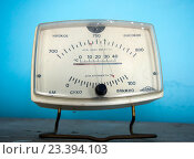 Купить «Гигрометр БМ-2: прибор для измерения температуры, давления и влажности в помещении», фото № 23394103, снято 8 июня 2016 г. (c) Вячеслав Палес / Фотобанк Лори