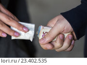 Купить «close up of addict buying dose from drug dealer», фото № 23402535, снято 9 июня 2016 г. (c) Syda Productions / Фотобанк Лори