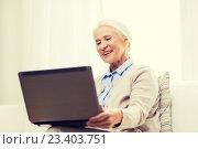 Купить «happy senior woman with laptop at home», фото № 23403751, снято 10 июля 2015 г. (c) Syda Productions / Фотобанк Лори