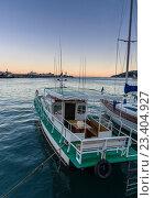 Лодка у пирса на закате. Стоковое фото, фотограф Станислав Хомутовский / Фотобанк Лори