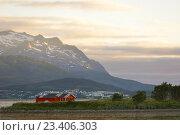 Купить «Полуночное солнце на севере. Норвегия», фото № 23406303, снято 16 июля 2016 г. (c) Валерия Попова / Фотобанк Лори