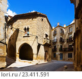 Купить «picturesque street with arch of old spanish town. Calaceite», фото № 23411591, снято 11 мая 2016 г. (c) Яков Филимонов / Фотобанк Лори