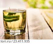 Купить «On wooden boards stands glass with alcohol green lime drink .», фото № 23411935, снято 1 июля 2016 г. (c) Gennadiy Poznyakov / Фотобанк Лори