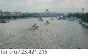 Активное судоходство по Москве-реке в летний выходной день, таймлапс (2016 год). Стоковое видео, видеограф Виктор Тараканов / Фотобанк Лори