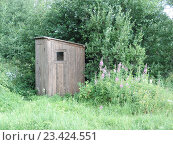 Купить «Деревянный туалет», фото № 23424551, снято 10 июля 2016 г. (c) Сергей Шустов / Фотобанк Лори