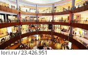 Купить «Покупатели в торговом центре», видеоролик № 23426951, снято 22 октября 2014 г. (c) Elnur / Фотобанк Лори