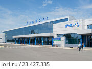 Купить «Здание аэропорта,  Омск», фото № 23427335, снято 17 июня 2016 г. (c) Галина Хорошман / Фотобанк Лори
