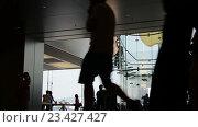Купить «Движение людей в холле здания компании apple», видеоролик № 23427427, снято 24 октября 2014 г. (c) Elnur / Фотобанк Лори