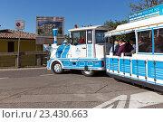 Купить «Прогулочный паровозик с вагонами на улице Сан-Марино», фото № 23430663, снято 6 ноября 2015 г. (c) Евгений Ткачёв / Фотобанк Лори