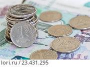 Купить «Монеты на фоне купюр в 1000 и 500 рублей», фото № 23431295, снято 21 августа 2016 г. (c) Екатерина Овсянникова / Фотобанк Лори