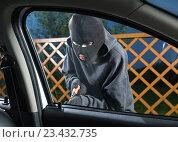 Купить «Man stealing car», фото № 23432735, снято 11 августа 2016 г. (c) Сергей Лаврентьев / Фотобанк Лори