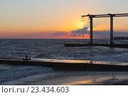 Купить «Красивый закат на пляже курортного посёлка Адлер», фото № 23434603, снято 8 июля 2016 г. (c) Николай Мухорин / Фотобанк Лори