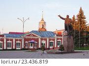 Купить «Елец. Памятник В.И. Ленину», эксклюзивное фото № 23436819, снято 12 мая 2016 г. (c) Литвяк Игорь / Фотобанк Лори