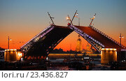 Купить «Санкт-Петербург. Разводка Дворцового моста», эксклюзивный видеоролик № 23436827, снято 15 июня 2016 г. (c) Литвяк Игорь / Фотобанк Лори